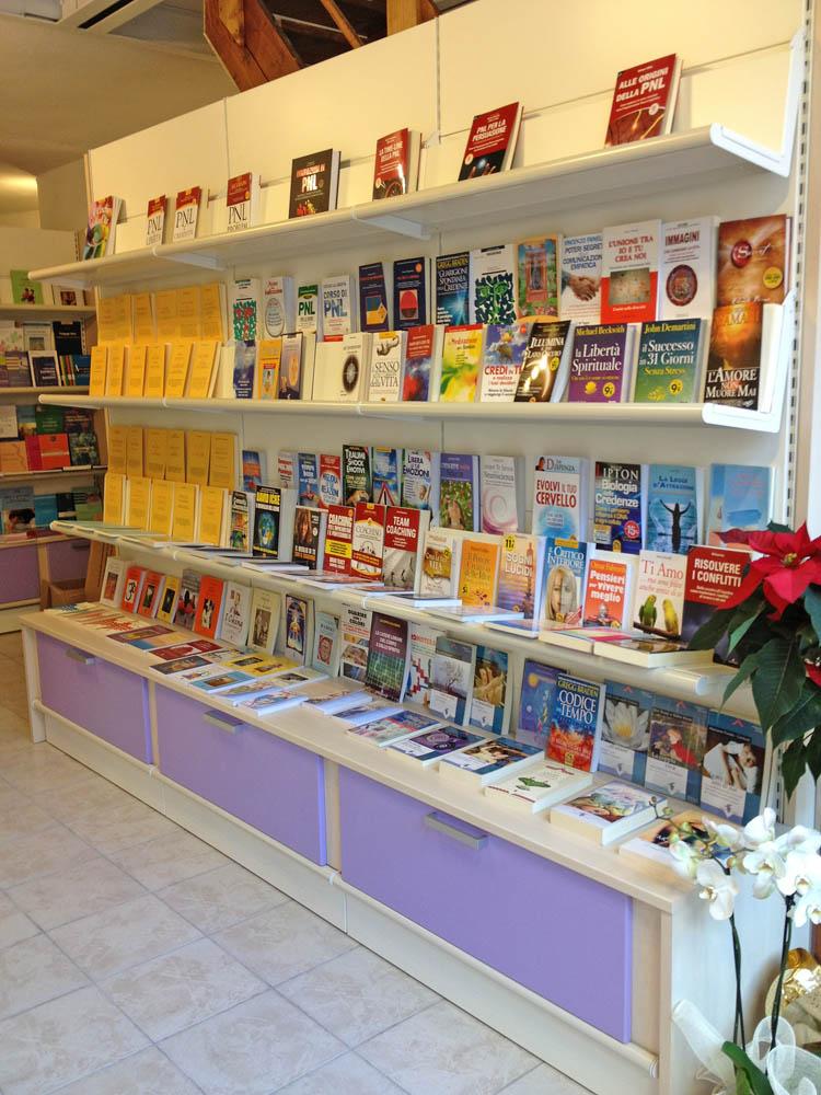 Scaffali Negozio Libreria.Libreria Azeta Arredamenti
