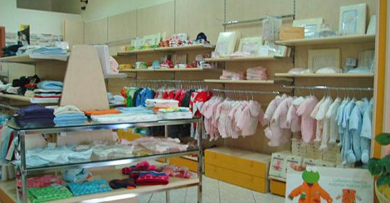 arredamento-negozio-abbigliamento-bambini-04