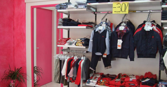 arredamento-negozio-abbigliamento-bambini-09