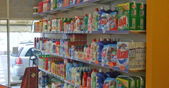 arredamento-negozio-casalinghi-01