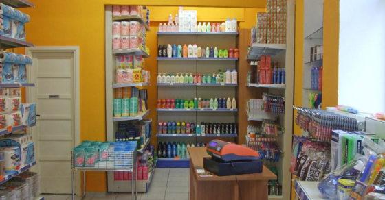 arredamento-negozio-casalinghi-03