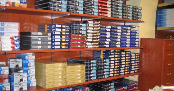 arredamento-negozio-intimo-scaffali