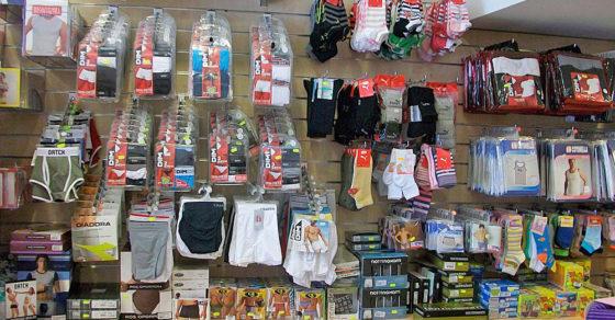 http://www.azetarredamenti.com/wp-content/uploads/2019/02/arredamento-negozio-intimo-espositori