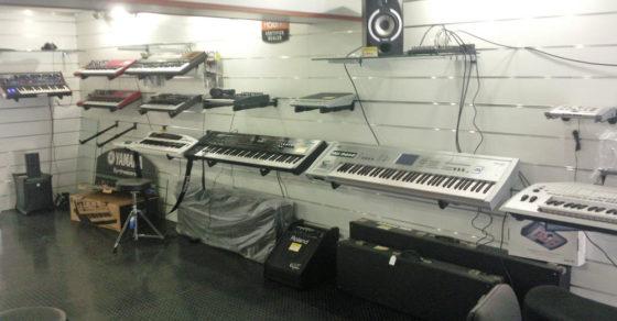 arredamento-negozio-strumenti-musicali-02
