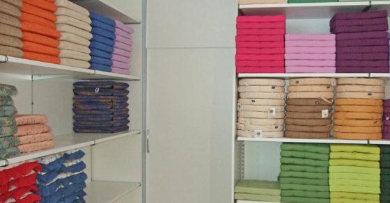 arredamento-negozio-tessuti-02