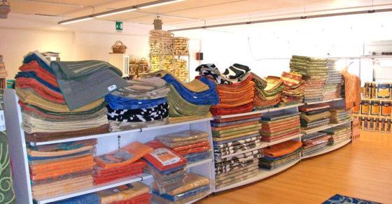 arredamento-negozio-tessuti-cagliari