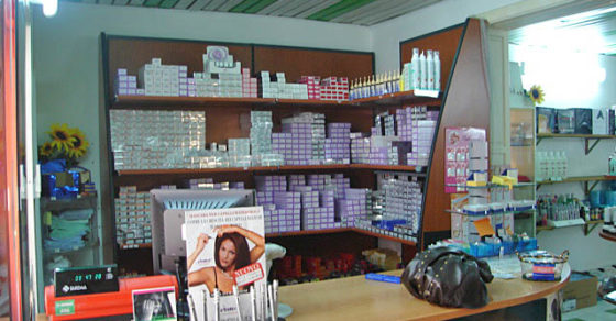 arredamento-negozio-prodotti-parrucchiere-02